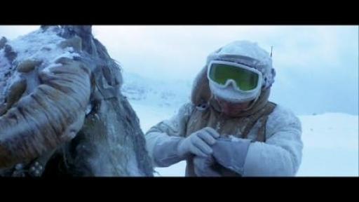 Luke Skywalker contacte Han Solo à la fin de l'installation