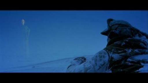 Obi-Wan Kenobi, sous l'apparence d'un fantôme de Force, se révèle à Luke