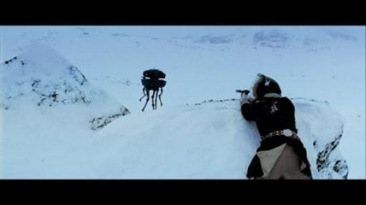 Han Solo s'apprête à tirer sur le droïde-sonde
