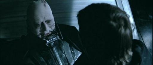 Avant de rendre son dernier souffle, Vader, redevenu Anakin, regarde son fils avec ses propres yeux.