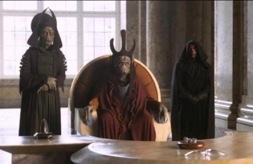 Nute Gunray flanqué par Rune Haako et Darth Maul dans le Palais de Theed.